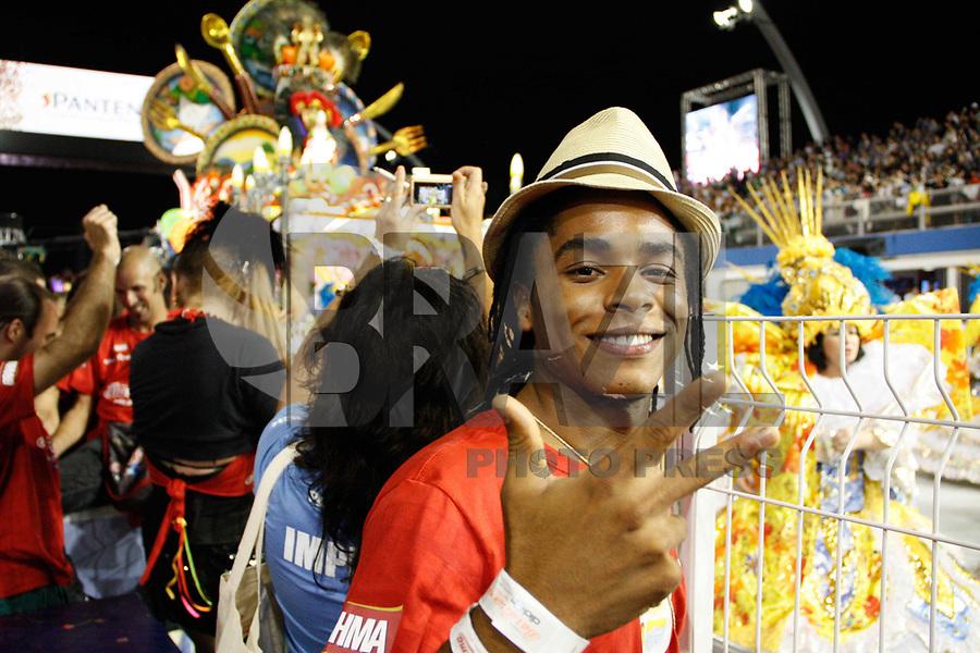 SÃO PAULO, SP, 04 MARÇO DE 2011 - CARNAVAL 2011 / CAMAROTE BRAHMA - O Ator Sidney Santiago é vista no camarote Brahma onde acompanhara os desfiles das escolas de samba do Grupo Especial de São Paulo, na noite desta sexta-feira (4), no Sambódromo do Anhembi, na região norte da capital paulista. (FOTO: AMAURI NEHN / NEWS FREE).