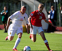 European Women's Under - 19 Championship 2011 Italy :.Switzerland - Belgium U19 : Melanie Mignon in duel met Natasha Gensetter.foto DAVID CATRY / VROUWENTEAM.BE