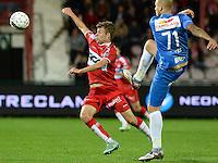 KV Kortrijk - KRC Genk : duel tussen Lukas Van Eenoo (links) en Yoni Buyens (r) <br /> Foto VDB / Bart Vandenbroucke