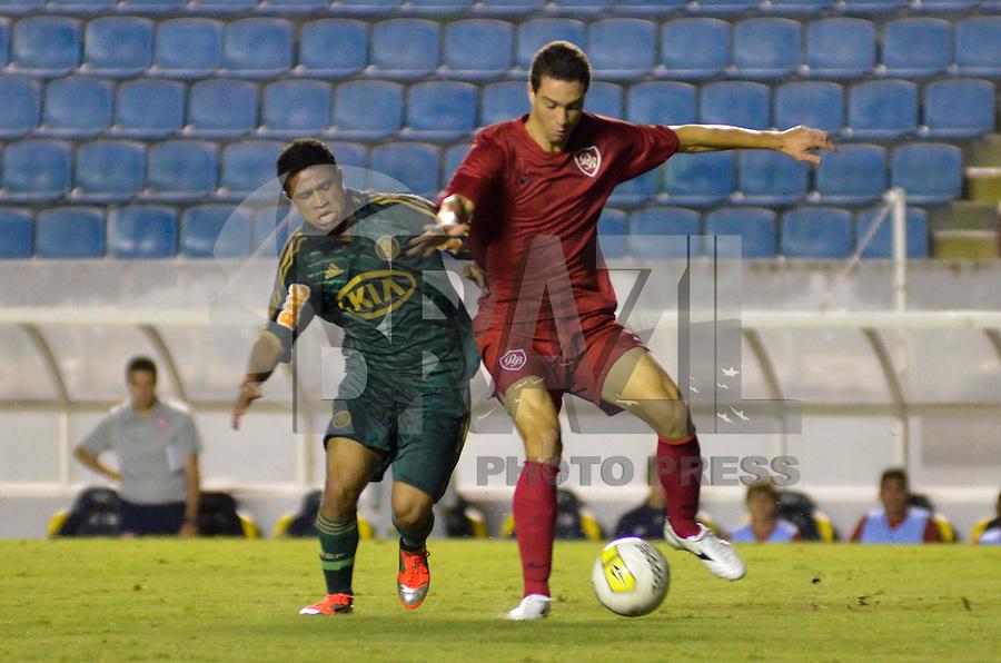 ATENÇÃO EDITOR: FOTO EMBARGADA PARA VEÍCULOS INTERNACIONAIS - BARUERI, SP, 15 DE JANEIRO DE 2013 - COPA SÃO PAULO DE FUTEBOL JUNIOR - PALMEIRAS x DESPORTIVO BRASIL: Diego Souza (e) durante partida Palmeiras x Desportivo Brasil, válida pela segunda fase da Copa São Paulo de Futebol Junior, disputado na Arena Barueri. FOTO: LEVI BIANCO - BRAZIL PHOTO PRESS