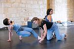 Plain<br /> Max Fossati conception et chorégraphie; Nicolas Garnier musique ; Constance Diard, Justine Lebas, Joana Schweizer danse<br /> Abbaye de Royaumont – Salle des charpentes<br /> 25/08/2018