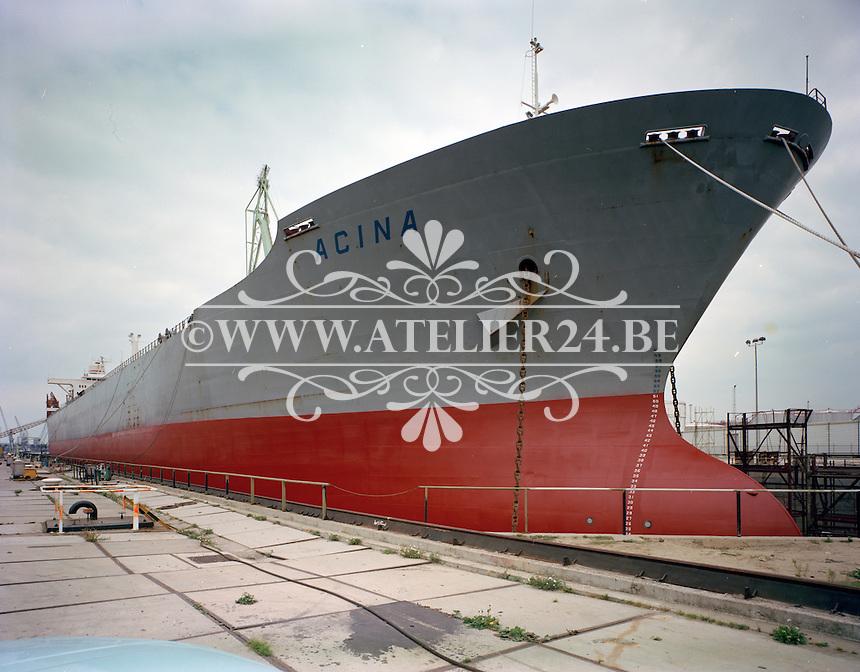 Augustus 1978.  Scheepswerf Mercantile Marine Engineering in Antwerpen.  Schip Acina.