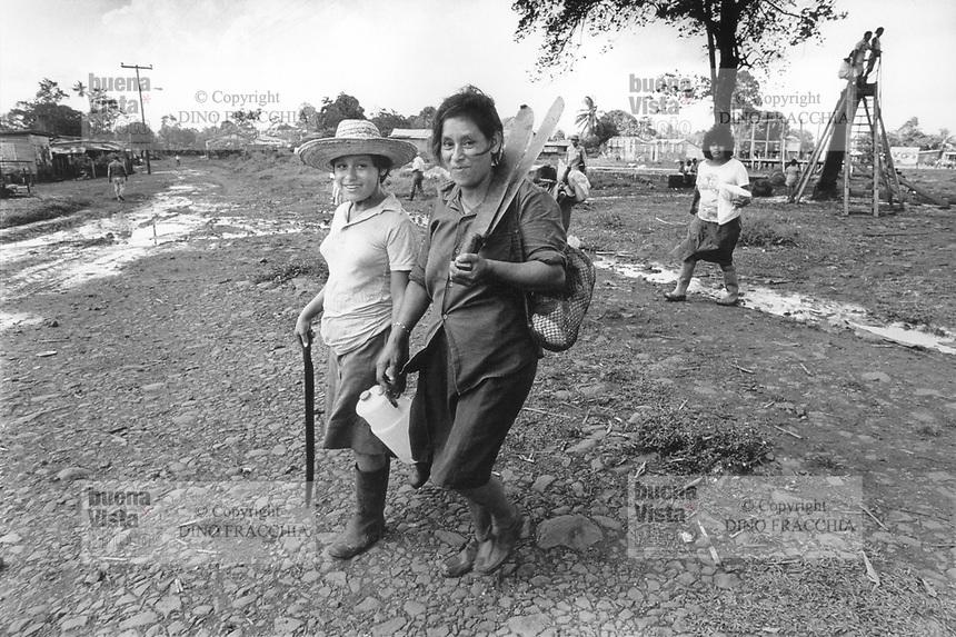 - Nicaragua, agricultural community of Kukra Hill, on the Atlantic coast (January 1988)<br /> <br /> - Nicaragua, comunità agricola di Kukra Hill, sulla costa Atlantica (Gennaio 1988)