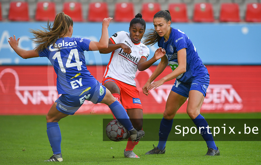 Gent's Lyndsey Van Belle (14)  pictured with Gent's Silke Vanwynsberghe (21) defending on Essevee's Esther Buabadi during a female soccer game between Zulte Waregem and the KAA Gent Ladies on the fourth matchday of the 2020 - 2021 season of Belgian Scooore Womens Super League , saturday 10 October 2020  in Waregem , Belgium . PHOTO SPORTPIX.BE | SPP | DAVID CATRY