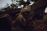 UKRAINE, Pisky: Position of the automatic machine gun during the night shift in the trenches position. <br /> <br /> UKRAINE, Pisky: Position du machine gun automatique pendant shift de nuit dans la position des tranchées.