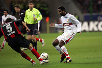 Aleksandar Vasoski (Eintracht Frankfurt) kl‰rt gegen Cacau (VfB Stuttgart)