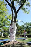 LA LIGNE D EVE..direction artistique Christophe Haleb (chorégraphe)..direction des ateliers d'écritures et d'expérimentations Christophe le Blay (danseur)..Anabel Cairo Vega (plasticienne)..Loïc Van Herreweghe (styliste)..Un partenariat CDC Uzès danse, la zouze, centre hospitalier Mas Careiron..avec le soutien de l'ARS et de la Drac Languedoc-Roussillon dans le cadre du programme Culture à l'hôpital..Compagnie : La Zouze..Lieu: centre hospitalier Mas Careiron..Ville : Uzes..Festival Uzes Danse 2011..le 19/06/2011..© Laurent Paillier / photosdedanse.com..All rights reserved