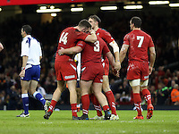Pictured L-R: Alex Cuthbert, Samson Lee and Sam Warburton celebrating a penalty try awarded to them Saturday 08 November 2014<br />