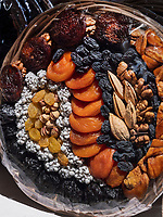 Trockenfrüchte, Chorsu-Basar in Taschkent, Usbekistan, Asien<br /> Selling dried fruits, Chorsu-Bazaar in Tashkent, Uzbekistan, Asia