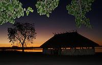 Comunidade Kamaiurá no lago Ipavu.<br /> Mato Grosso, Brasil.<br /> Foto Eric Stoner<br /> 18 e 19/07/2009