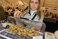 - truffle market in Alba, white truffles seller....- mercato dei tartufi ad Alba, venditrice di tartufi bianchi