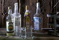 Europe/Pologne/ Varsovie: Bouteilles de vodka polonaise - Alcool d'orge ou de seigle