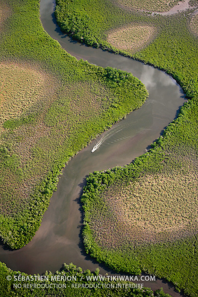 Bras de mer dans la mangrove à Voh, Nouvelle-Calédonie