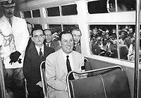 Presidente Perón inspecciona el nuevo tranvía automotor denominado El Libertador, 1952