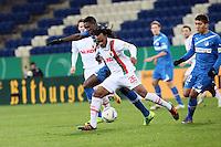 Peniel Mlapa (Hoffenheim) gegen Lorenzo Davids (Augsburg)