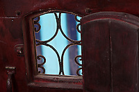 Afrique/Afrique du Nord/Maroc/Essaouira: Riad: Villa Garance - détail judas d'une porte