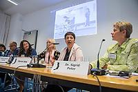 """Pressekonferenz der Menschenrechtsorganisation """"Terre des Femmes"""" am Donnerstag den 23. August 2018 in Berlin, anlaesslich ihrer Petition """"Den Kopf frei haben!"""", die sich fuer ein Verbot des sogenannten """"Kinderkopftuch"""" fuer Maedchen unter 18 Jahren einsetzt. Fuer Terre des Femmes ist das Kinderkopftuch der Missbrauch von Kindern fuer eine Religion und eine Kinderrechtsverletzung.<br /> Ziel der Unterschriftensammlung fuer die Petition sind 100.000 Unterschriften.<br /> Im Bild vlnr.: Ali Ertan Toprak, Praesident de Bundesarbeitsgemeinschaft der Immigrantenverbaende; Nina Coenen, Terre des Femmes; Prof. Dr. Susanne Schroeter, Direktorin des Frankfurter Forschungszentrum Globaler Islam; Seyran Ates, Rechtsanwaeltin und Imamin an der liberalen Ibn-Rushd-Goethe-Moschee in Berlin und Dr. Sigrid Peter, Vizepraesidentin des Bundesverbands des Kinder- und Jugendaerzte.<br /> 23.8.2018, Berlin<br /> Copyright: Christian-Ditsch.de<br /> [Inhaltsveraendernde Manipulation des Fotos nur nach ausdruecklicher Genehmigung des Fotografen. Vereinbarungen ueber Abtretung von Persoenlichkeitsrechten/Model Release der abgebildeten Person/Personen liegen nicht vor. NO MODEL RELEASE! Nur fuer Redaktionelle Zwecke. Don't publish without copyright Christian-Ditsch.de, Veroeffentlichung nur mit Fotografennennung, sowie gegen Honorar, MwSt. und Beleg. Konto: I N G - D i B a, IBAN DE58500105175400192269, BIC INGDDEFFXXX, Kontakt: post@christian-ditsch.de<br /> Bei der Bearbeitung der Dateiinformationen darf die Urheberkennzeichnung in den EXIF- und  IPTC-Daten nicht entfernt werden, diese sind in digitalen Medien nach §95c UrhG rechtlich geschuetzt. Der Urhebervermerk wird gemaess §13 UrhG verlangt.]"""