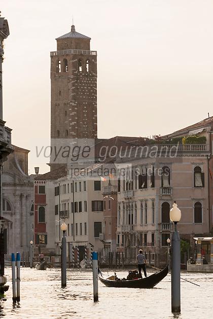 Italie, Vénétie, Venise: Gondole  sur le Grand Canal et église San Marcuola    // Italy, Veneto, Venice: Gondola on the Grand Canal and church of San Marcuola,