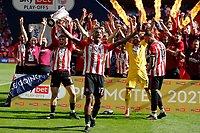 29th May 2021; Wembley Stadium, London, England; English Football League Championship Football, Playoff Final, Brentford FC versus Swansea City; Ivan Toney of Brentford celebrates with Sergi Canos of Brentford lifting the Sky Bet EFL Championship Plays-off Trophy with his team mates after they won 2-0 and promoted to the premier league