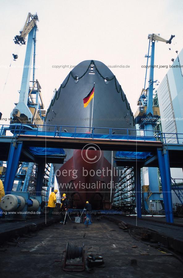 GERMANY, Wismar, shipyard, shipbuilding, launching a new container vessel / DEUTSCHLAND Wismar, 6.12.1997, Stapellauf der Merkur Tide, letzter Stapellauf von der Helling auf der MTW Werft, die ehemalige ostdeutsche MTW Werft wurde zuerst von der Bremer Vulkan Gruppe übernommen, die Subventionen fuer DDR Werften in ihre Kassen umleitete, dann mehrere Eigentuemerwechsel Aker Yards, Wadan Werft, dann Teil der Nordic Yards Gruppe des russischen Investor Vitaly Yusufov, heute MV Werften der malayischen Genting Gruppe