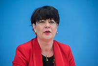 Fraktionsuebergreifend stellten am Montag den 6. Mai 2019 Bundestagsabgeordneten Annalena Baerbock, Bundesvorsitzende Buendnis 90 / Die Gruenen; Katja Kipping, Parteivorsitzende der Linkspartei; Christine Aschenberg-Dugnus, gesundheitspolitische Sprecherin der FDP-Bundestagsfraktion (im Bild); Hilde Mattheis, SPD und Karin Maag, gesundheitspolitische Sprecherin der CDU/CSU-Bundestagsfraktion einen alternativen Gesetzentwurf zur Organspende vor. Im Gegensatz zum Organspendegesetz von Gesundheitsminister Jens Spahn, setzten die Abgeordneten auf Freiwilligkeit zur Organspende und nicht auf die automatische Zustimmung, wenn kein Widerspruch vorliegt.<br /> 6.5.2019, Berlin<br /> Copyright: Christian-Ditsch.de<br /> [Inhaltsveraendernde Manipulation des Fotos nur nach ausdruecklicher Genehmigung des Fotografen. Vereinbarungen ueber Abtretung von Persoenlichkeitsrechten/Model Release der abgebildeten Person/Personen liegen nicht vor. NO MODEL RELEASE! Nur fuer Redaktionelle Zwecke. Don't publish without copyright Christian-Ditsch.de, Veroeffentlichung nur mit Fotografennennung, sowie gegen Honorar, MwSt. und Beleg. Konto: I N G - D i B a, IBAN DE58500105175400192269, BIC INGDDEFFXXX, Kontakt: post@christian-ditsch.de<br /> Bei der Bearbeitung der Dateiinformationen darf die Urheberkennzeichnung in den EXIF- und  IPTC-Daten nicht entfernt werden, diese sind in digitalen Medien nach §95c UrhG rechtlich geschuetzt. Der Urhebervermerk wird gemaess §13 UrhG verlangt.]