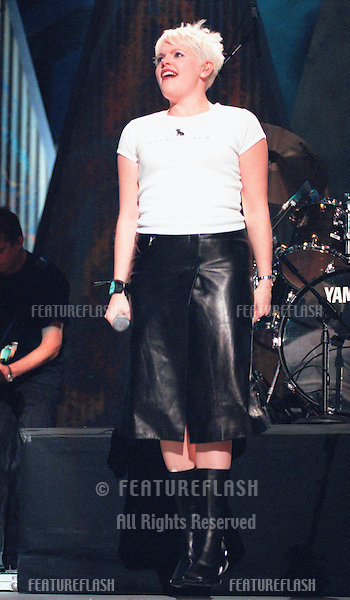 """29OCT99: DIXIE CHICKS star NATALIE MAINES on stage at the MGM Grand, Las Vegas, for their concert staged by new internet company Pixelon.com as part of their """"iBash99"""".    .© Paul Smith / Featureflash"""
