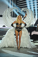 NON EXCLUSIVE PICTURE: MATRIXPICTURES.CO.UK.PLEASE CREDIT ALL USES..UK RIGHTS ONLY..American model Lindsay Ellingson is pictured on the runway during the 2012 Victoria's Secret lingerie fashion show, held at New York's Lexington Avenue Armory. ..NOVEMBER 7th 2012..REF: GLK 125134 /NortePhoto