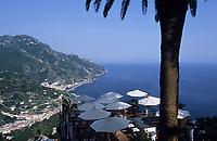 "Europe/Italie/Côte Amalfitaine/Campagnie/Ravello : La côte vers Minori depuis les jardins de l'hôtel ""Palazoo Sasso"""