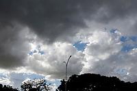 Campinas (SP), 19/04/2021 - Clima - Clima quente na tarde desta segunda-feira (19) na cidade de Campinas, SP.