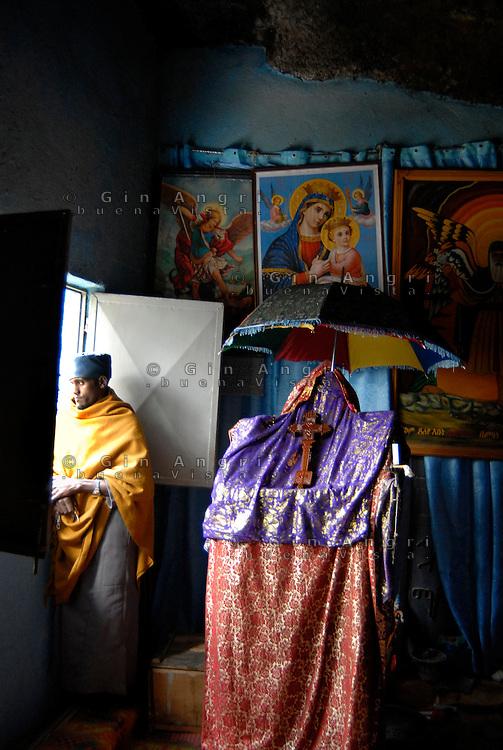 Etiopia, Monastero di Debre Libanosi cristiani copti etiopi.Debre Libanos monasteryr christian copti ethiopian people