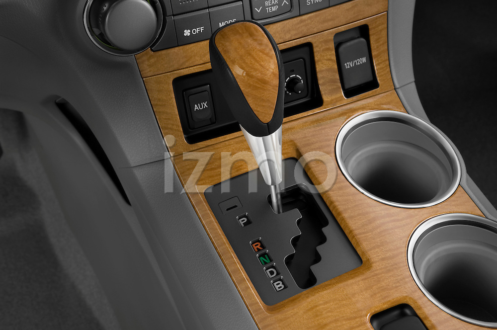 Gear shift detail view of a 2009 Toyota Highlander Hybrid Limited
