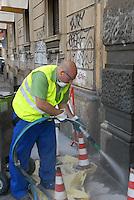 - Milan, town service of  AMSA (Milan Company for Environmental Services) for graffiti cancellation ....- Milano, servizio comunale dell'AMSA (Azienda Milanese Servizi Ambientali) per la cancellazione dei graffiti