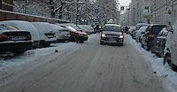 Nach ergiebigem Schneefall in den letzten Tagen sind die Leipziger Starßen noch  immer voll von Schnee. Die Beräumung dauert an. Beräumungszustand in Leipzig Schleußig - im Bild:  ungeräumt dagegen die Kochstraße.   Foto: Norman Rembarz..Norman Rembarz , Autorennummer 41043728 , Holbeinstr. 14, 04229 Leipzig, Tel.: 01794887569, Hypovereinsbank: BLZ: 86020086, KN: 357889472, St.Nr.: 231/261/06432 - Jegliche kommerzielle Nutzung ist honorar- und mehrwertsteuerpflichtig! Persönlichkeitsrechte sind zu wahren. Es wird keine Haftung übernommen bei Verletzung von Rechten Dritter. Autoren-Nennung gem. §13 UrhGes. wird verlangt. Weitergabe an Dritte nur nach  vorheriger Absprache..