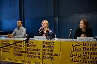 """Pressekonferenz der Initiative """"Deutsche Wohnen und Co. enteignen"""" am Montag den 27. September 2021 in Berlin zum Wahlergebnis der Volksabstimmung, bei der 56,4% (1.034.709 Stimmen) der abgegebenen Stimmen sich fuer eine Vergesellschaftung der grossen Immobilienkonzerne wie Deutsche Wohnen oder Vonovia ausgesprochen haben. Nur 39% (715.214 Stimmen) stimmten dagegen.<br /> Im Bild vlnr. Sprecher und Mitglieder des Presseteam der Kampagne: Rouzbeh Taheri; Evelyn Linde, Jenny Stupka.<br /> 27.9.2021, Berlin<br /> Copyright: Christian-Ditsch.de"""