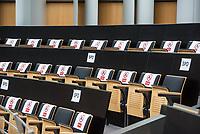 Plenarsitzung des Berliner Abgeordnetenhaus am Donnerstag den 30. April 2020.<br /> Im Bild: Fuer Abgeordnete gesperrte Siztplaetze auf der Zuschauertribuene. Aufgrund der Corona-Verordnungen duerfen Abgeordnete, fuer die im Plenarsaal wegen der Abstandsregelung kein Platz mehr ist, auf der Tribuene Platz nehmen.<br /> 30.4.2020, Berlin<br /> Copyright: Christian-Ditsch.de<br /> [NUR FUER REDAKTIONELLE ZWECKE! Werbung nur auf Anfrage beim Fotografen. Inhaltsveraendernde Manipulation des Fotos nur nach ausdruecklicher Genehmigung des Fotografen. Vereinbarungen ueber Abtretung von Persoenlichkeitsrechten/Model Release der abgebildeten Person/Personen liegen nicht vor. NO MODEL RELEASE! Don't publish without copyright Christian-Ditsch.de, Veroeffentlichung nur mit Fotografennennung, sowie gegen Honorar, MwSt. und Beleg. Konto: I N G - D i B a, IBAN DE58500105175400192269, BIC INGDDEFFXXX, Kontakt: post@christian-ditsch.de<br /> Bei der Bearbeitung der Dateiinformationen darf die Urheberkennzeichnung in den EXIF- und  IPTC-Daten nicht entfernt werden, diese sind in digitalen Medien nach §95c UrhG rechtlich geschuetzt. Der Urhebervermerk wird gemaess §13 UrhG verlangt.]
