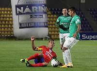 PASTO-COLOMBIA, 10-10-2020: Camilo Ayala de Deportivo Pasto y Harold Gomez de Deportivo Cali disputan el balon, durante partido de la fecha 13 entre Deportivo Pasto y Deportivo Cali por la Liga BetPlay DIMAYOR 2020 jugado en el estadio Departamental Libertad de la ciudad de Pasto. / Camilo Ayala of Deportivo Pasto and Harold Gomez of Deportivo Cali figth for the ball, during a match of the 13th date between Deportivo Pasto and Deportivo Cali for the BetPlay DIMAYOR League 2020 played at the Departamental Libertad Stadium in Pasto city. / Photo: VizzorImage / Leonardo Castro / Cont.