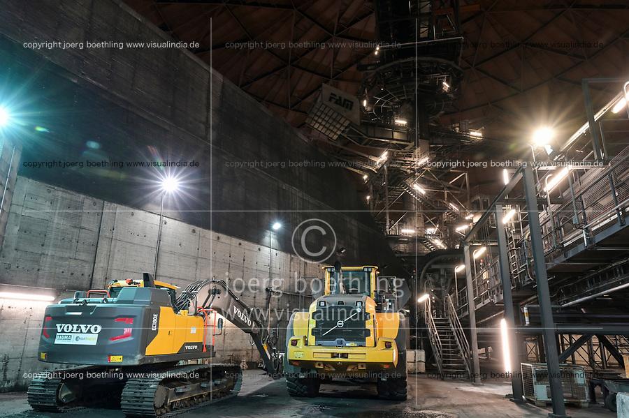 Germany, Hamburg, Vattenfall coal power station Moorburg, switched off in july 2021 as part of german coal exit, coal storage / DEUTSCHLAND, Hamburg, Vattenfall Kohlekraftwerk Moorburg, in Betriebnahme 2015, letzter Betrieb vor endgültiger Abschaltung im Juli 2021, Kohlekreislager mit den Resten importierter Steinkohle