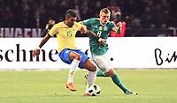 Toni Kroos (Deutschland Germany) gegen Paulinho (Brasilien Brasilia) - 27.03.2018: Deutschland vs. Brasilien, Olympiastadion Berlin
