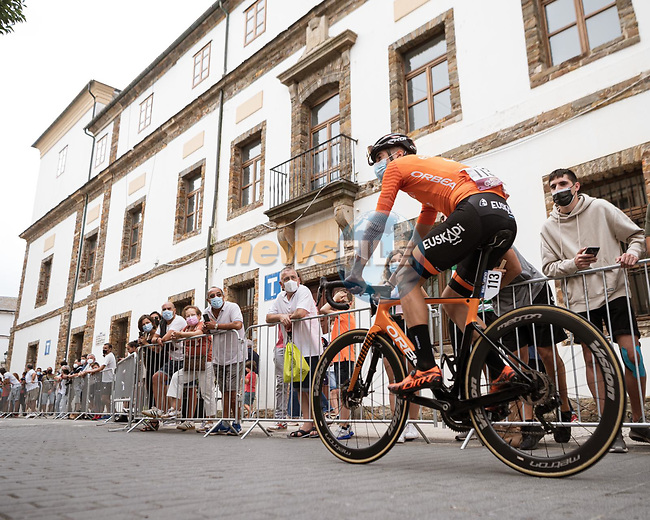 Joan Bou (ESP) Euskaltel-Euskadi heads sign on before Stage 19 of La Vuelta d'Espana 2021, running 191.2km from Tapia de Casariego to Monforte de Lemos, Spain. 3rd September 2021.    <br /> Picture: Cxcling | Cyclefile<br /> <br /> All photos usage must carry mandatory copyright credit (© Cyclefile | Cxcling)
