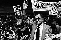 Retorno do político Miguél Arraes anistiado ao Brasil. Galeão. RJ. 1979. Foto de Juca Martins.