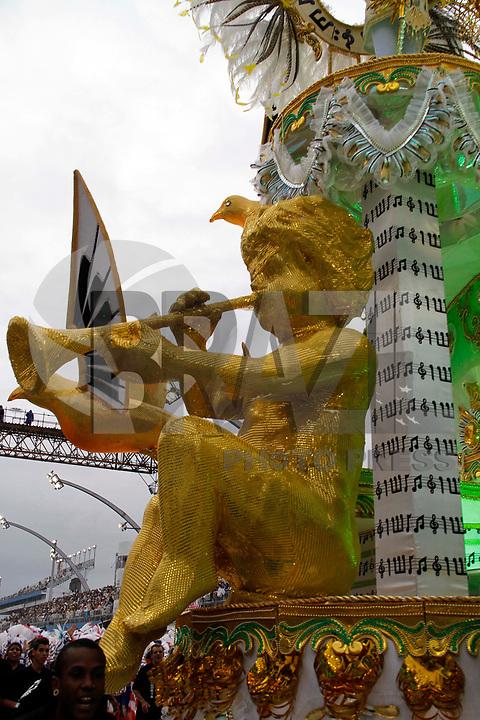 SÃO PAULO, SP, 05 DE MARÇO DE 2011 - CARNAVAL / VAI-VAI -integrantes da Vai-Vai, durante o primeiro dia dos desfiles das escolas do Grupo Especial de São Paulo, no Sambódromo do Anhembi, zona norte da capital paulista, na manhã deste sábado. (FOTO: VANESSA CARVALHO / NEWS FREE).