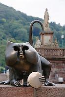 Europe/Allemagne/Bade-Würrtemberg/Heidelberg: statue du singe prés du vieux pont sur le Neckar