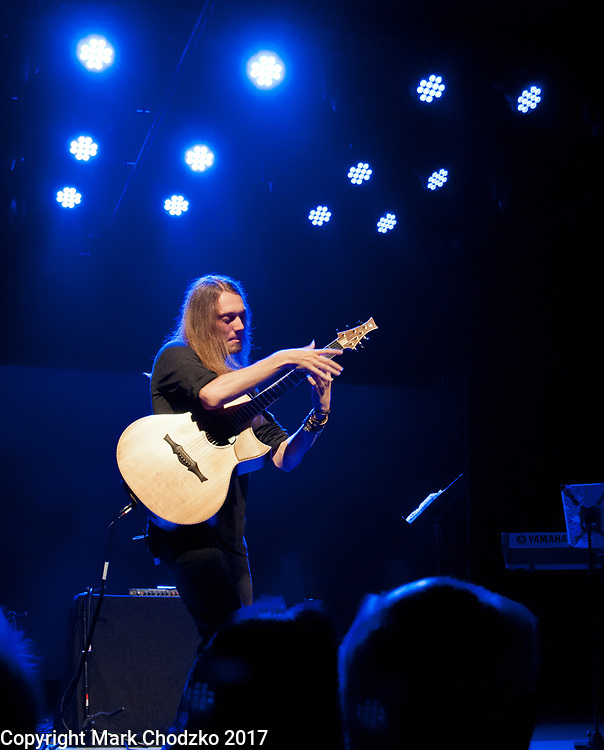 Mike Dawes performs in concert.