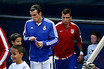 Atletico de Madrid's Mandzukic (R) and Real Madrid´s Gareth Bale before quarterfinal first leg Champions League soccer match at Vicente Calderon stadium in Madrid, Spain. April 14, 2015. (ALTERPHOTOS/Victor Blanco)