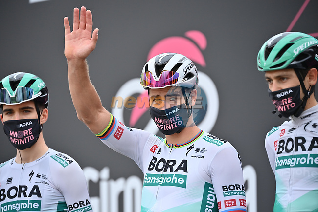 Peter Sagan (SVK) and Bora-Hansgorhe at sign on before the start of Stage 2 of the 2021 Giro d'Italia, running 179km from Stupinigi (Nichelino) to Novara, Italy. 9th May 2021.  <br /> Picture: LaPresse/Massimo Paolone | Cyclefile<br /> <br /> All photos usage must carry mandatory copyright credit (© Cyclefile | LaPresse/Massimo Paolone)