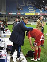 Cercle Brugge - KV Kortrijk..Rudi Verkempinck geeft instructies aan Brecht Capon voor zijn invalbeurt..foto VDB / BART VANDENBROUCKE