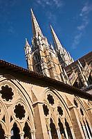 Europe/France/Aquitaine/64/Pyrénées-Atlantiques/Pays-Basque/Bayonne: Cloitre  et flèches de la Cathédrale Sainte-Marie