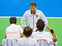 06-04-13, Tennis, Rumania, Brasov, Daviscup, Rumania-Netherlands,captain Jan Siemerink talking to his players