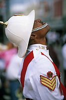 Iles Bahamas / New Providence et Paradise Island / Nassau : Défilé et fête populaire lors de la Fanfare de la Royal Bahamas Police Force Band lors de l'ouverture de la session de la cour suprème à Rawson Square - Policier en costume d'apparat // Bahamas / New Providence and Paradise Island / Nassau Islands: Parade and People's Day at the Royal Bahamas Police Force Band during the opening of the Supreme Court session at Rawson Square - Policeman in ceremonial costume