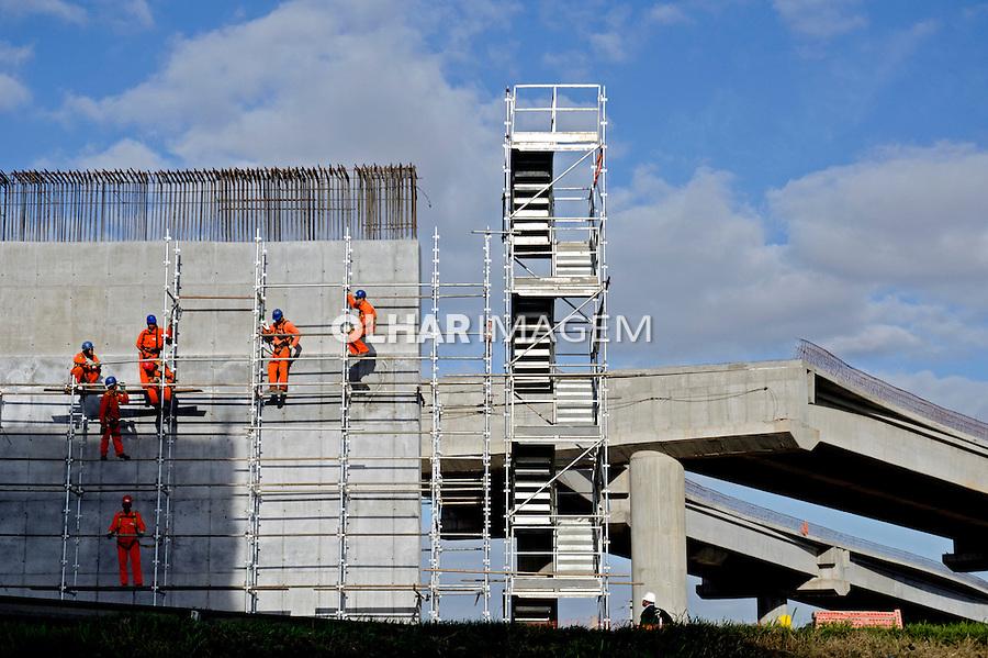 Construcao de viaduto. Obras viarias em Porto Alegre. Rio Grande do Sul. 2012. Foto de Luiz Achutti.